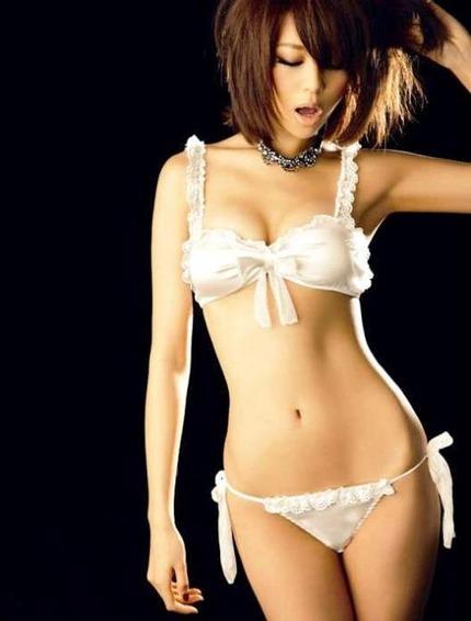 下着・裸のエロ画像 (8)