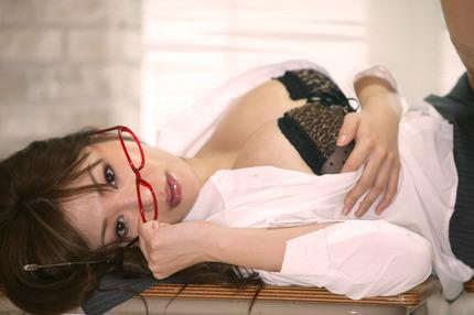 めがねお姉さんの エロ画像 (19)