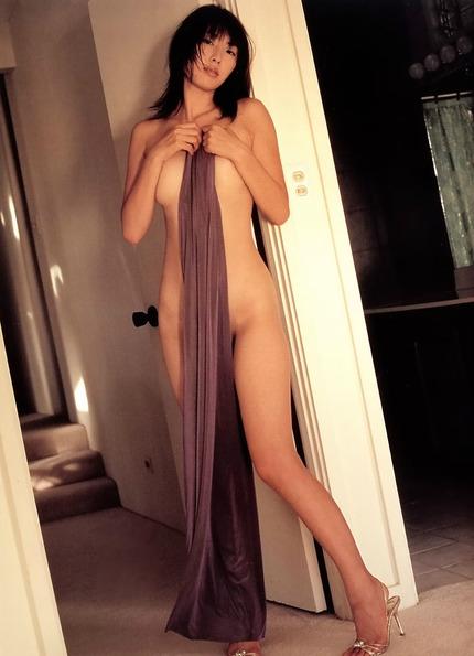 裸・ヌード おっぱいと陰毛見えてるエロ画像 (12)