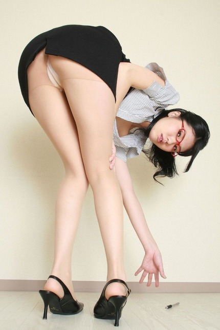 めがねお姉さんの エロ画像 (3)