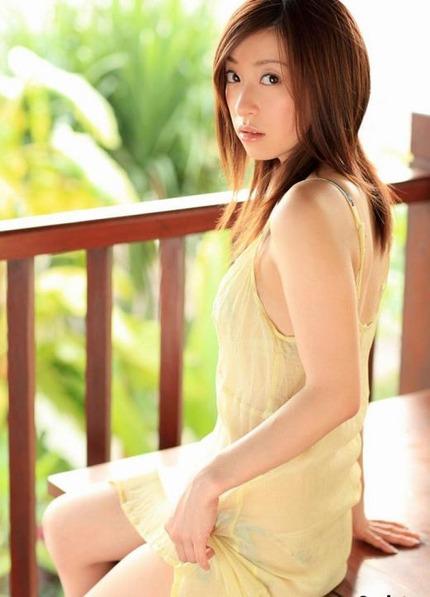 綺麗なお姉さん エロ画像 (21)
