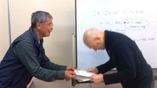 下田さんから修了証書をいただきましたDVC00539