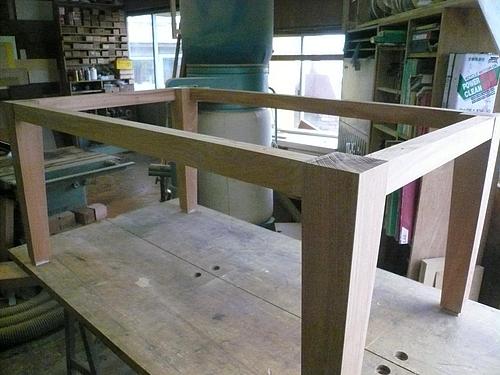 Y邸ケヤキのテーブル 脚完成