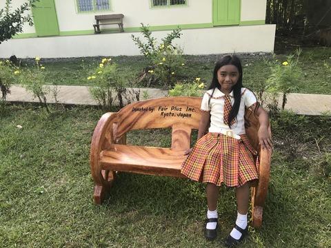 小学校に寄付した椅子