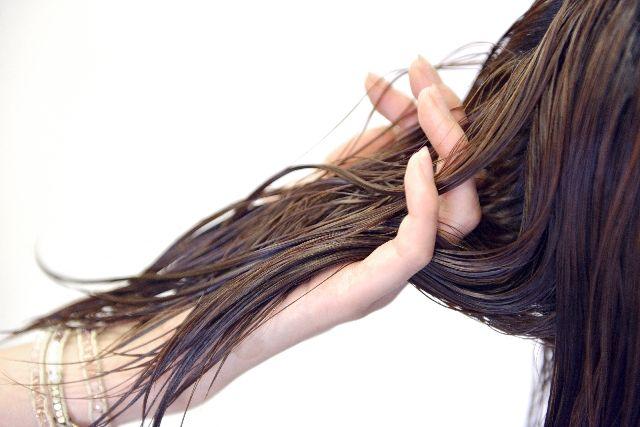 髪の毛のダメージ原因に!?本当は怖い「髪の毛のタンパク質変性」