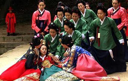 1818 とりつかれてるのか悪夢にうなされる日々。 祈祷師ウォラに言わせると無事... 韓国ドラ