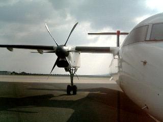 DHC8型機1