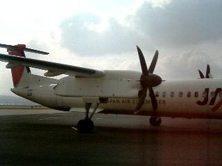DHC8型機2