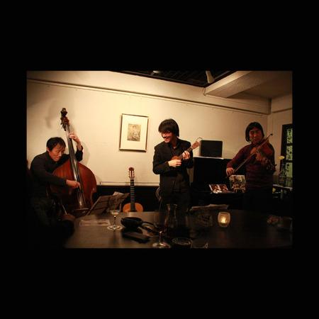 中山英二(bass)山口友生(guitar)川名 祥哉(Viola)