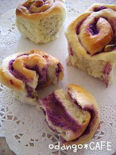 紫芋クリームの渦巻きお花パン(パネトーネマザー)