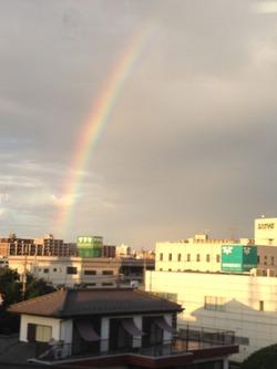 虹の向こうは♪