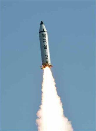 """【韓国】文政権、ミサイル発射でも揺るがぬ""""親北"""" 民間交流を検討、世論調査81・6%評価で異例の高さ"""