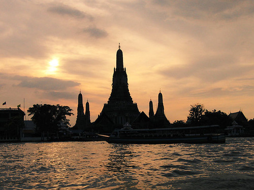 640px-Wat_Arun_and_Sunset
