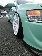 三菱・ランサーエボリューション�フロントタイヤ