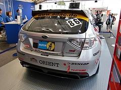 スバル インプレッサSTiニュル24時間耐久レース参戦車両後ろ