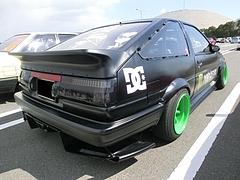トヨタ カローラ・レビン(AE86)右後ろ