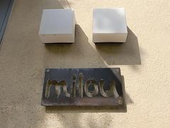 milou(ミルゥ)看板
