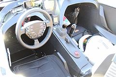 フロントマスクKTM・X-BOW運転席