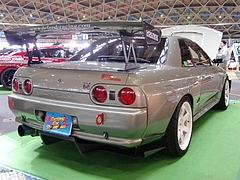 ディフェンドレーシング スカイラインGT-R(BNR32)リヤビュー