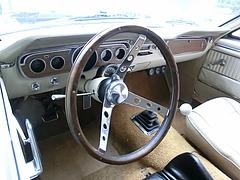 フォード・マスタング運転席