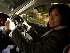 運転席の彼女さん