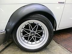 昭和39年式トヨタ・コロナ フロントタイヤ