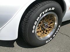 ポンティアック・ファイヤーバード トランザムSD-455フロントタイヤ