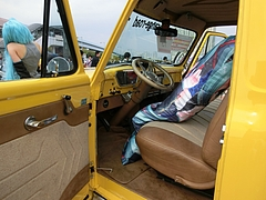 痛車フォードF100運転席
