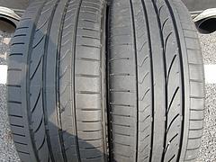 パンクしたタイヤと中古タイヤ