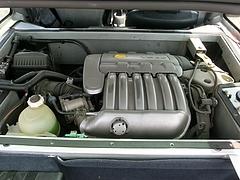痛車ルノークリオV6エンジンルーム