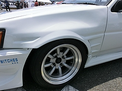 痛車トヨタ・カローラレビン(AE86)フロントフェンダー