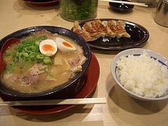 チャーシュー麺と餃子とライス
