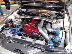 ディフェンドレーシング スカイラインGT-R(BNR32)エンジンルーム