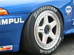 カルソニックスカイラインGT-R(R32)フロントタイヤ