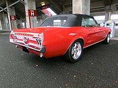 1967年式フォード・マスタング コンバーチブル右後ろ