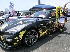 痛車BMW・Z4とお姉さん