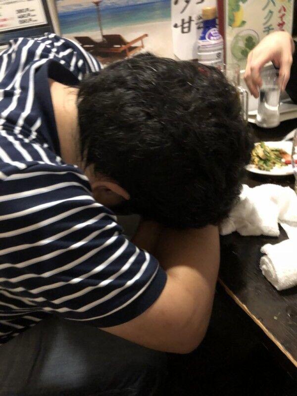 【作者近影】『銀魂』作者・空知英秋先生の貴重な写真が篠原健太先生のアカウントでアップされる!「ゴリラじゃなかった」「人間じゃん」
