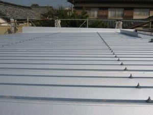 鉄骨造ガレージガルバリウム屋根