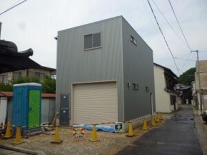 鉄骨造2階建てガレージ外壁貼り
