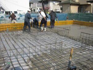 コンクリート工事 作業中