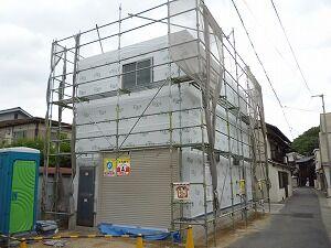 鉄骨造2階建てガレージ防湿シート貼り