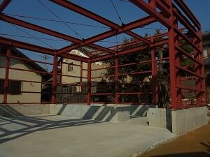 鉄骨造ガレージ 土間コンクリート完了