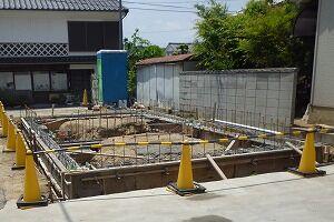 鉄骨造2階建てガレージ基礎コンクリート打設