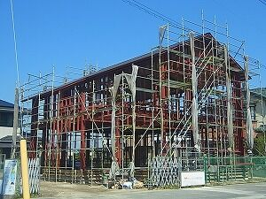 鉄骨造の家 屋根葺き工事状況