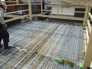 鉄骨造2階建てガレージ建方