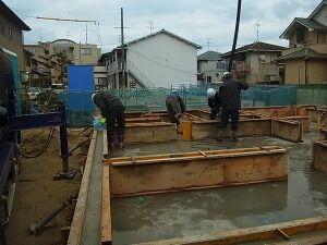 基礎工事 コンクリート打設 作業中