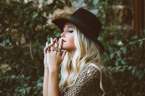 黒い帽子の女の子