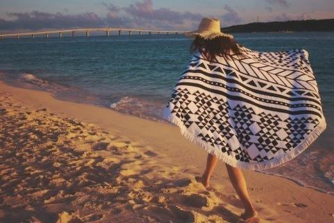 バスタオルでビーチ