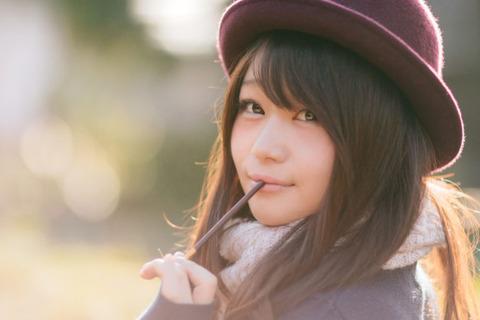 帽子かぶる女の子ポッキー
