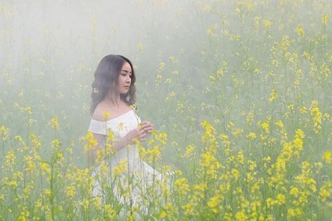 黄色の花女の子